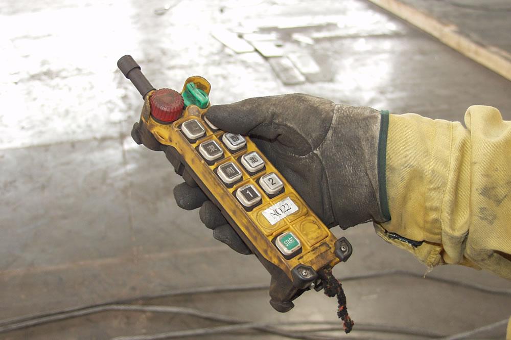 丈夫な送信機|テレクレーン
